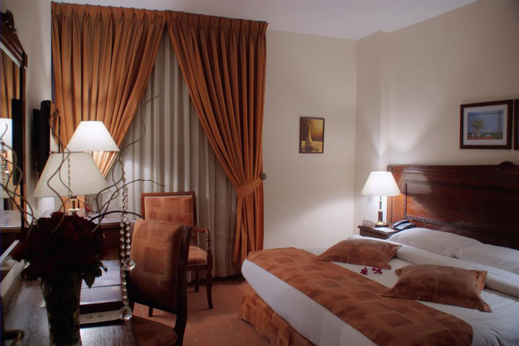 Al Fanar Palace ***