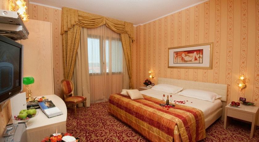 Uniqo Hotel ****