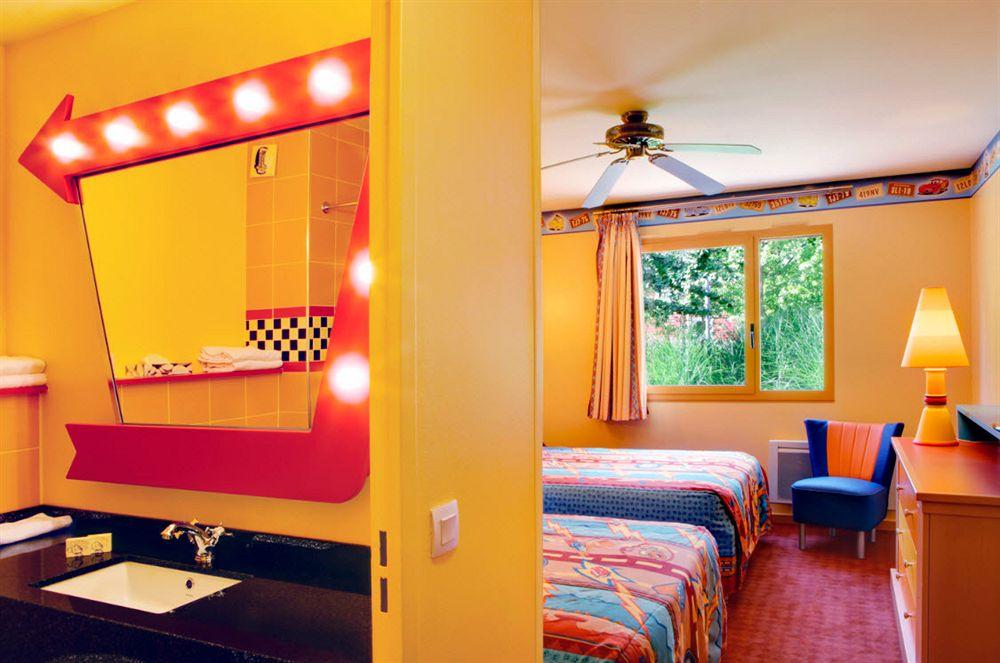 DISNEY`S HOTEL SANTA FE **
