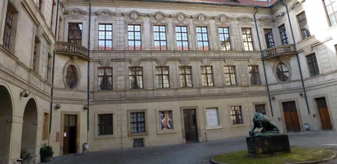 Дворецът Щернберг