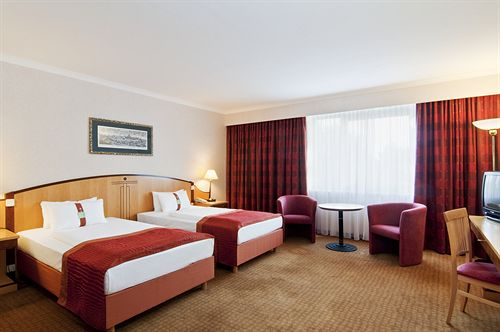 Holiday Inn Vienna South****