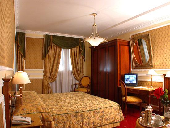 HOTEL CHAMPAGNE PALACE ****