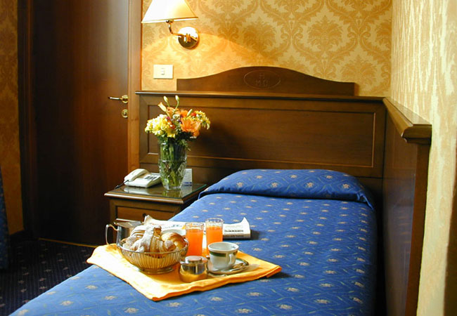 HOTEL MONTECARLO ***