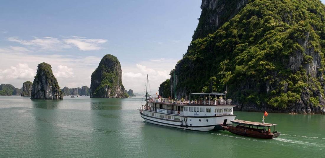 Виетнам и Камбоджа - с нощувка на круизен кораб в залива Халонг 7
